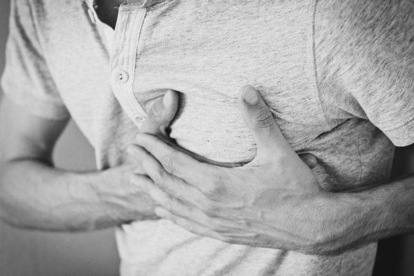 Studie: Nur 20% helfen bei Herzstillstand – Mediziner empfehlen AED