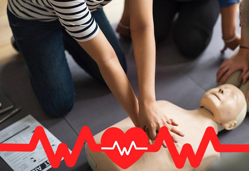 Was ist der plötzliche Herztod und wie rettet ein Defibrillator leben?